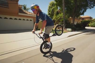 Video: Pro Bmx Rider, Goes Down Steep Hill At 70 Km/h On His Front Wheel Only. This Is Mind Blowing!