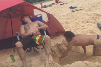 Video: You Won't Believe How This Guy Pranks His Friend On The Beach...