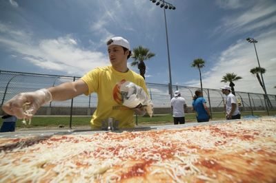 Video: 1.93 Km Pizza. This Is The Worlds Longest Pizza!!