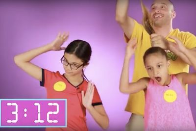 Video: Dads Do Their Daughters' Hair!