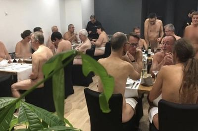 Video: Want A Sausage With That? Nudes Go From Beach To Restaurant!