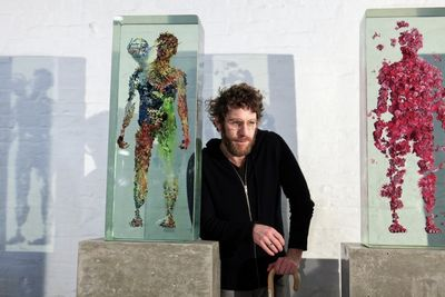 Video: Through The Looking Glass Of Dustin Yellin's Art