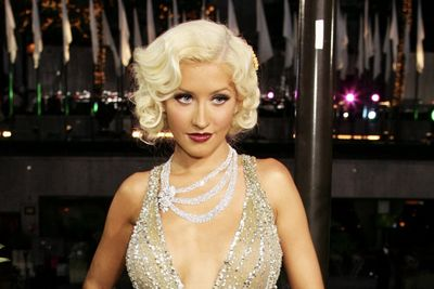 Christina Aguilera Bares All Her Freckles And Scars