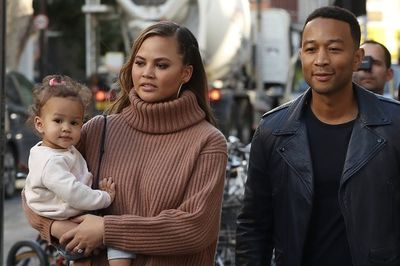 Chrissy Teigen Takes A Bath With Her Baby Girl And People Lose Their Minds!
