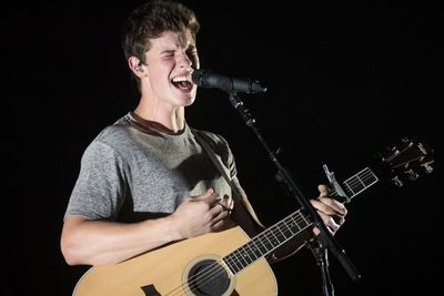 Video: 8 Reasons To Adore Shawn Mendes (if You Don't Already)